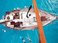Diferentes modelos de embarcaciones