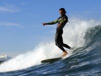 Clase de iniciación de surf en las playas de Castellón