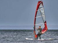 En Benicassim practicando windsurf
