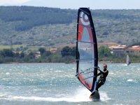 Practicando windsurf en Benicassim