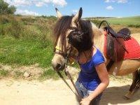Besando al caballo en Arisgotas