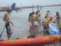 Campamento de surf en verano para niños