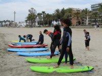 Campamento de surf para niños en Benicasim