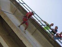 Rapelando en el puente