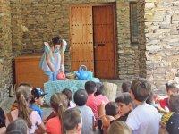 Alicia en el pais de las maravillas visita el campamento