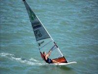 风帆冲浪夏季帆船课程在我国的土地