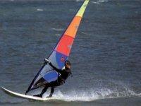 Desplázate a toda velocidad sobre las olas