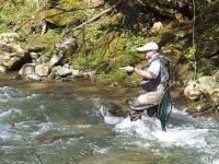 pescando con aguas bravas