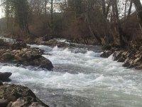 rio con aguas bravas en asturias