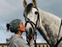 Besando al caballo en Deva