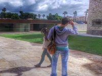 pareja fotografiando el paisaje
