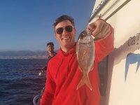 De pesca con amigos por las playas de Almería