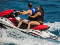 情侣水上摩托车