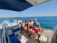 Familia en el catamarán saliendo desde Almería