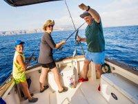 Pasando el tiempo pescando en familia