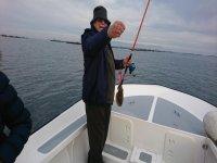 Mostrando la pesca a la cámara