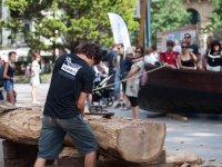 preparando la madera para el barco