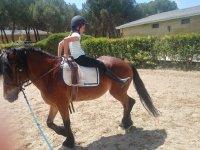 Ejercicios a caballo en el campamento de Madrid