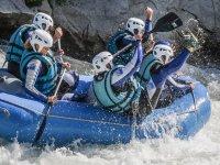En plena caída de Rafting
