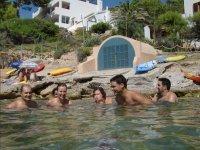 Banandose en aguas de Mallorca