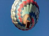 气球从下方