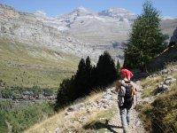Jornada de senderismo entre las montañas
