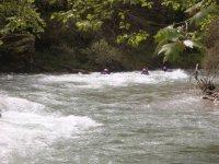 Con el hidrotrineo en el rio de aguas bravas