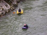 Trineo en el agua con aletas