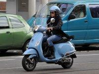 Conduciendo una scooter
