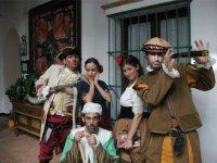 Nuestros actores preparados para recibir a los visitantes