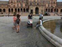 Repartiendo publicidad en segway por Sevilla