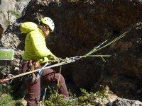 Asegurandose durante la escalada