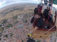 Tomando imagenes del vuelo en globo