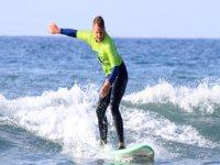 Surfeando en olas pequeñas Playa del Inglés