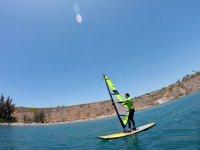 Maniobras con la tabla de windsurf