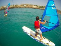 Haciendo windsurfing