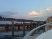 Navegando junto  a las vias