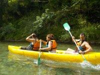 Actividad en canoa multiplaza por el desfiladero de la Hermida