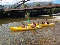 Actividad en canoa en grupo por los Picos de Europa