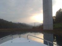 Peque在船随着日落