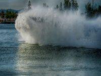 乘坐喷气式滑雪板时被水弄湿了