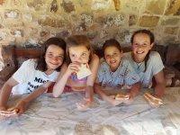 Alumnas del campamento de magia en Vizcaya