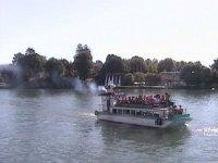 barco turistico en el mar