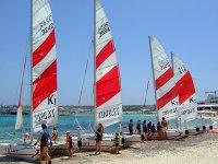 Flota de catamaranes en Es Pujol