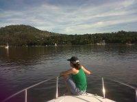 坐在Pelayos的船头