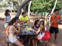 Compartiendo comida al aire libre