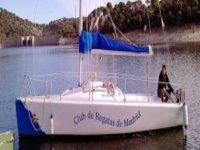 男子在帆船赛船