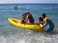 Subiendo al kayak en el campamento de ingles