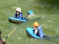 Participantes en el agua
