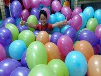 Jugando con globos en Navalcarnero